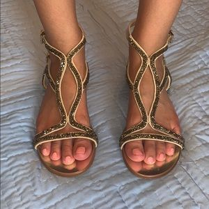 Like New Vince Camuto Gold Sandals